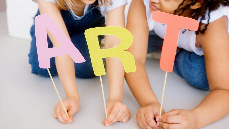 Het Gezinsleven - Gezinsactiviteiten - Creatief - De 20 leukste binnenspelletjes voor kinderen - Art-time