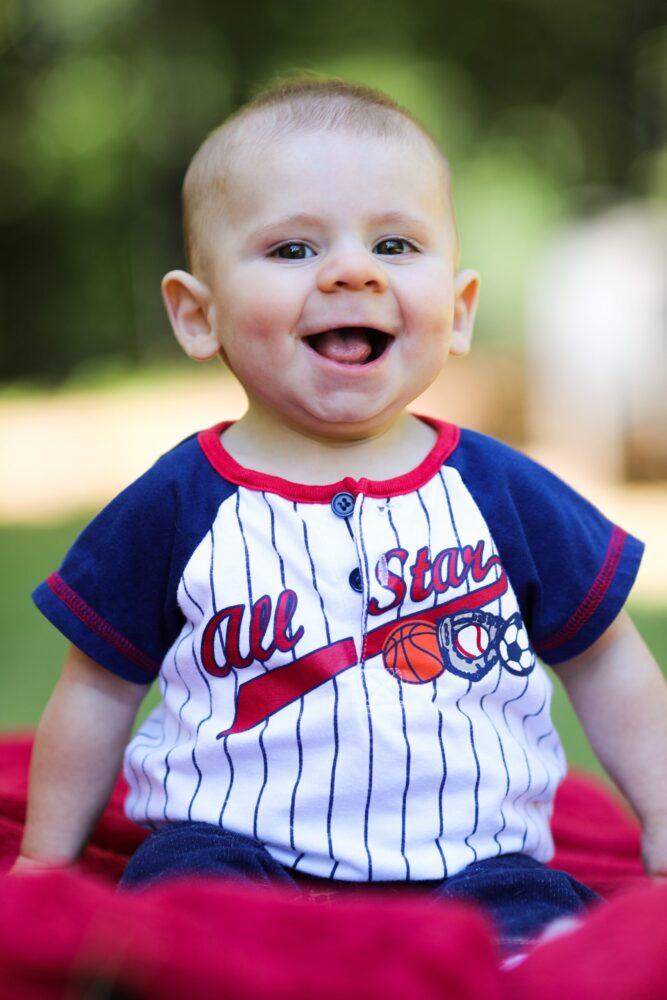 Het Gezinsleven - Moeder & kind - Kinderen 1-4 jaar - 10 dingen die we van onze kinderen kunnen leren - lachende peuter