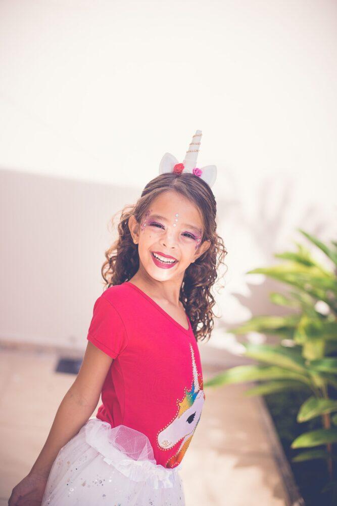 Het Gezinsleven - Moeder & kind - Kinderen 1-4 jaar - 10 dingen die we van onze kinderen kunnen leren - meisje geschminkt als prinses