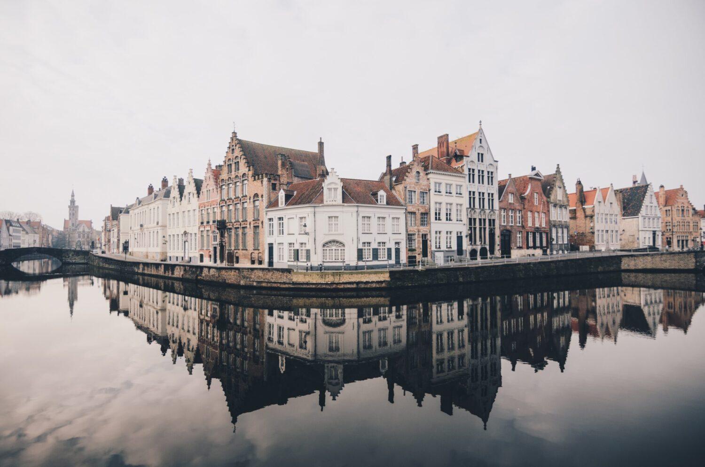 Het Gezinsleven - Uitstapjes - Bezienswaardigheden - De top 3 leukste steden van België! - Uitzicht op Brugge vanaf het water