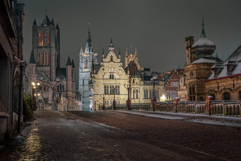 Het Gezinsleven - Uitstapjes - Bezienswaardigheden - De top 3 leukste steden van België! - Gent in de avond