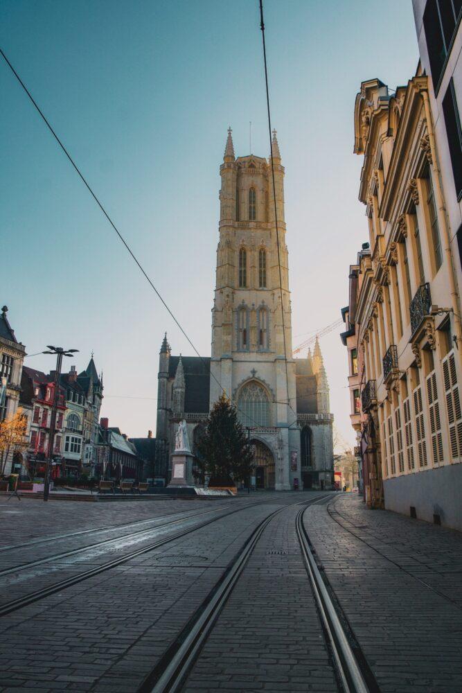 Het Gezinsleven - Uitstapjes - Bezienswaardigheden - De top 3 leukste steden van België! - De tramrails in Gent