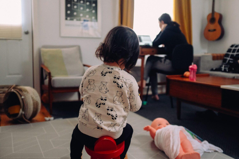 Moeder & kind - Baby - Kinderbijslag 2021, zo zit het! -thuiswerken met kinderen 3