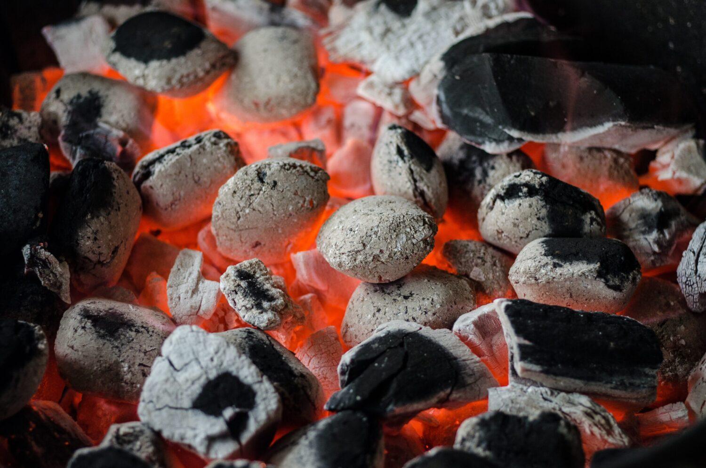 Het Gezinsleven - Lifestyle - Mannen - Barbecue kopen? - Wit hete houtskool