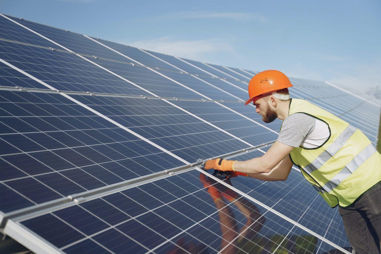 Het Gezinsleven - Lifestyle - Duurzaam leven - Je huis verduurzamen - Liggen de zonnepanelen recht?