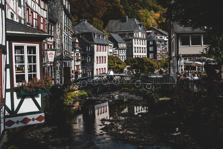 Het Gezinsleven - Vakantie - Stedentrips - De mooiste steden in de Eifel! - Rivier in Monschau