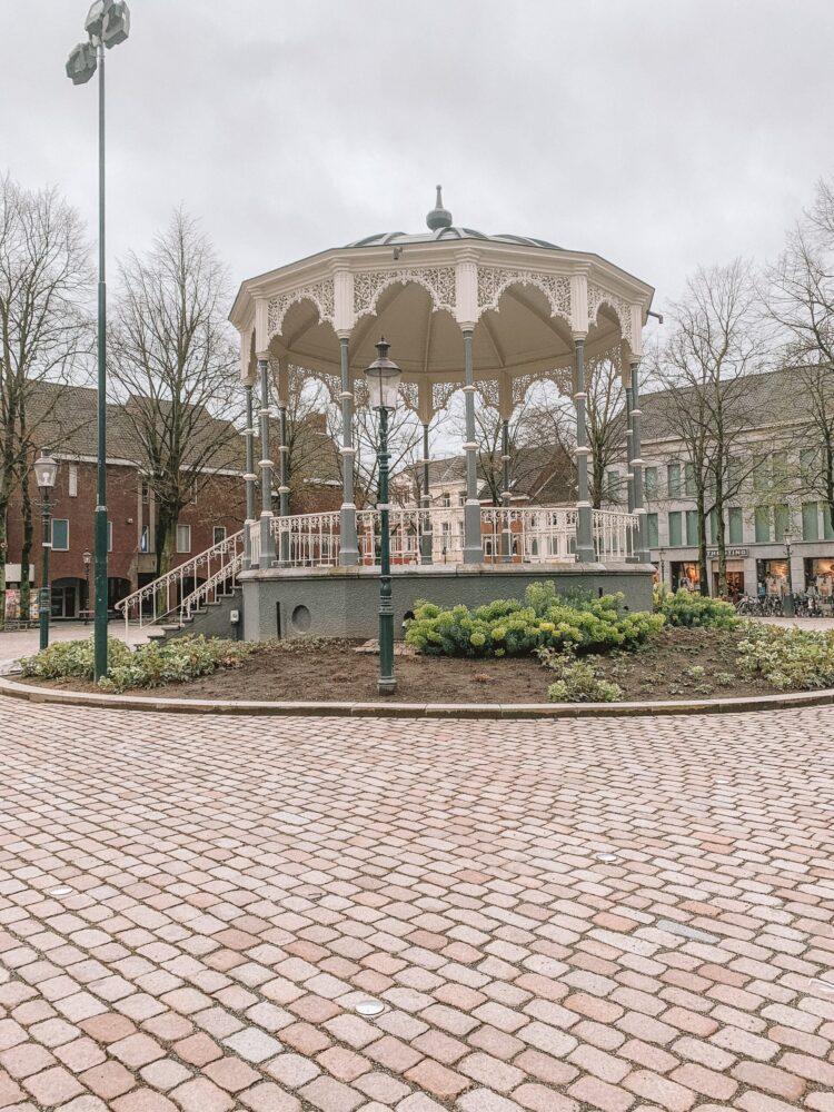 Het Gezinsleven - Uitstapjes - Bezienswaardigheden in Roermond - Munsterplein kiosk