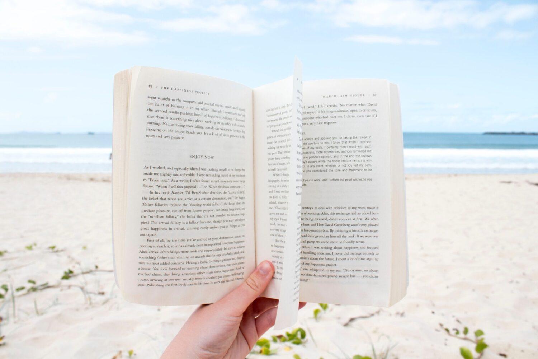 Het Gezinsleven - Lifestyle - Hobby's - Boeken - 10 nieuwe romans voor de zomer van 2021! - Lezen op het strand
