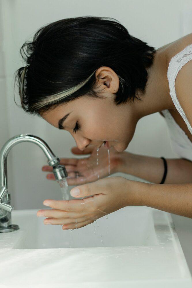 Het Gezinsleven - Lifestyle - Gezondheid en verzorging - Slapen met make up op, is dat echt zó erg? - Gezicht wassen