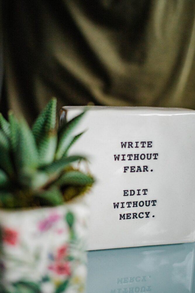 Het Gezinsleven - Lifestyle - Mindset - Van je af schrijven, hoe het jou kan helpen je gedachtes te ordenen! - Schrijf alles op zonder angst en streep weg zonder genade