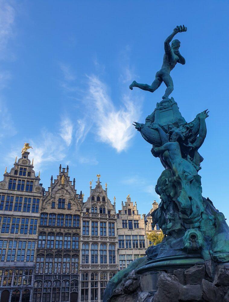 Het Gezinsleven - Vakantie - Stedentrips - Top 10 bezienswaardigheden in Antwerpen - De Grote Markt
