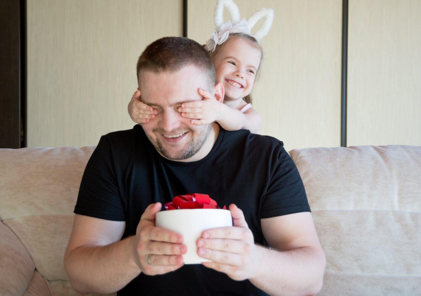 Het Gezinsleven - Moeder en Kind - Moederskindje: wat als jouw kind alleen maar bij jou wil zijn? - Papa verrassen