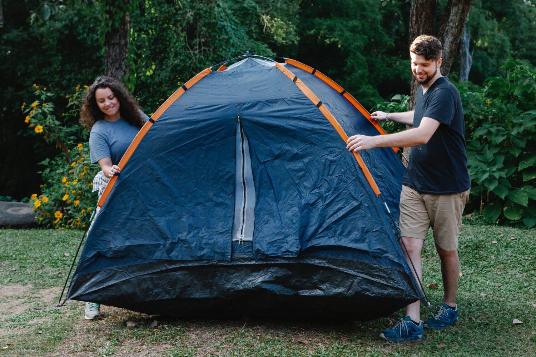 Het Gezinsleven - Vakantie - Autovakantie - Tent, vouwwagen of caravan? Kamperen kun je leren deel 1! - Tent opzetten