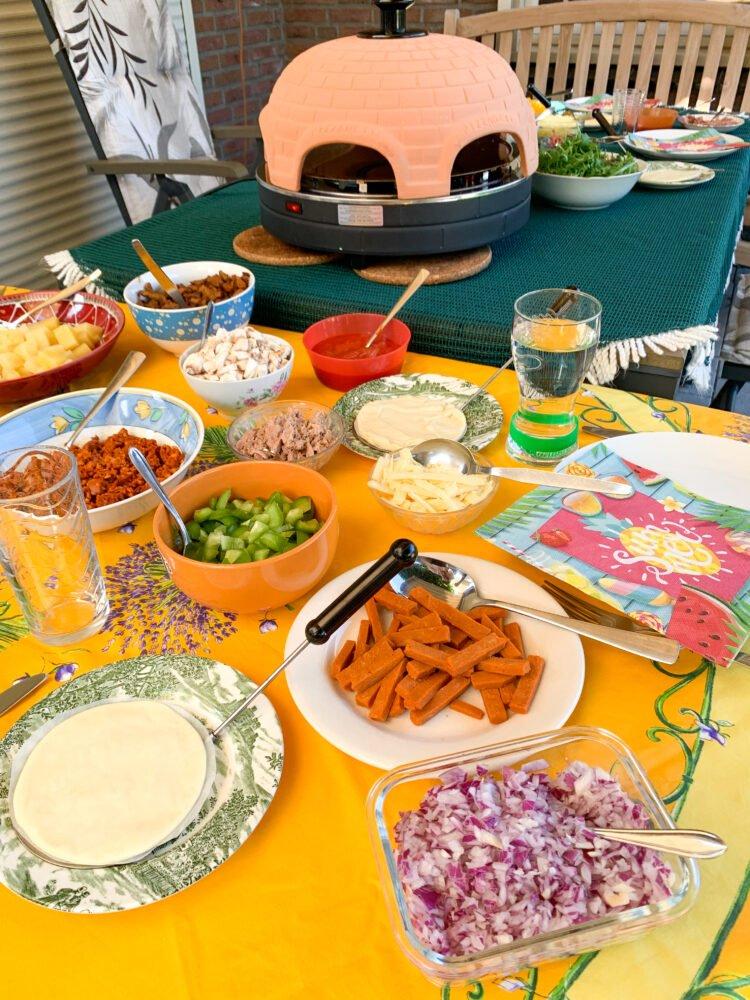 Het Gezinsleven - Lifestyle - Koken en Recepten - Pizzarette recepten - Wat heb je allemaal nodig? - Gedekte tafel