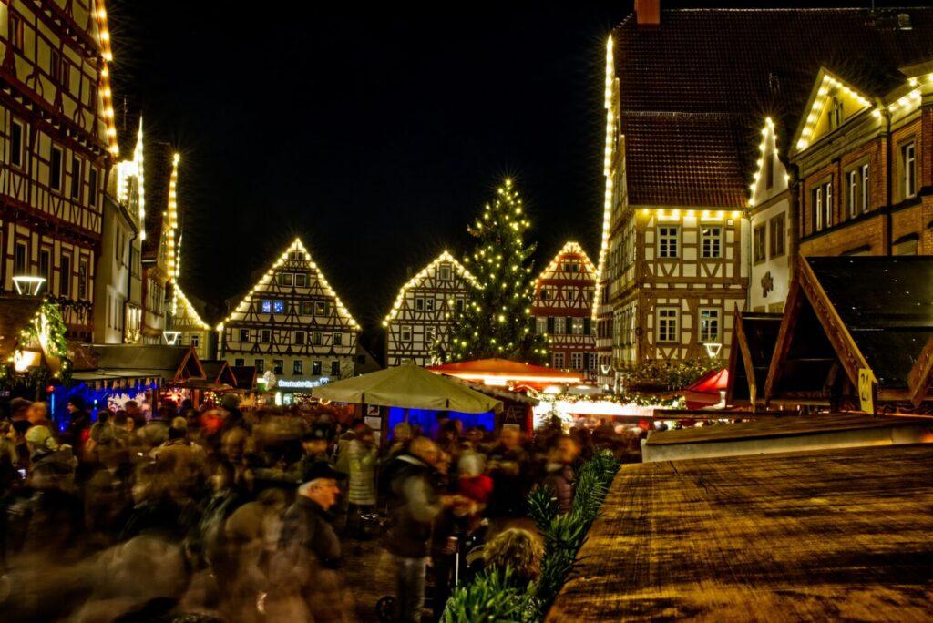 Het Gezinsleven - Uitstapjes - Evenementen - Kerstmarkten verlichte huisjes