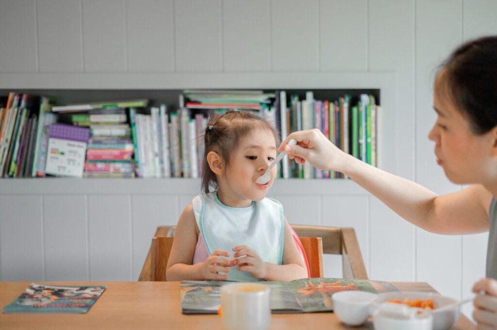 Het Gezinsleven - Moeder en Kind - Kinderen 1-4 jaar - Help, het is tijd voor een mijn kind wil niet eten plan! - Samen eten