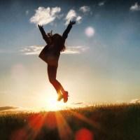 spring in de lucht vrouw