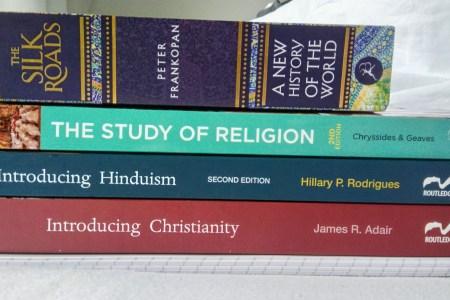 Studieboeken van een student worden getoond