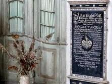 Historische Tafel mit Aufschrift