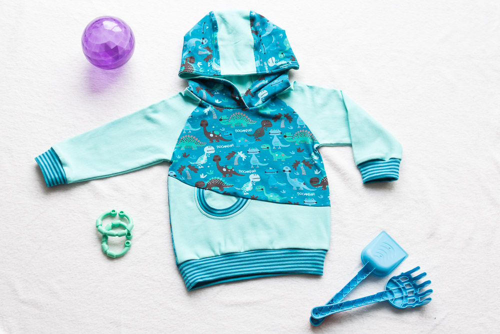kinderhoodie in mint mit dinos vorn