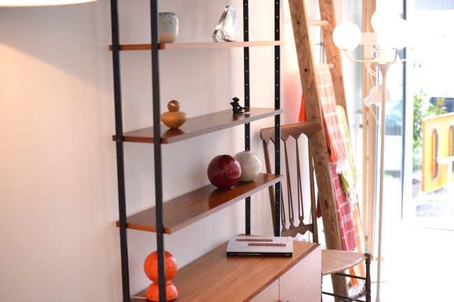 Freestanding Rosewood Shelving System Restored Swiss Production heyday möbel moebel Zürich Zurich Binz Werkhof