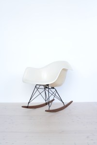 Eames Fiberglass Armchair in Parchment with Rocking Base heyday möbel