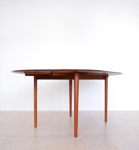 Model 311 Round Dining Table by Peter Hvidt and Orla Molgaard Nielsen