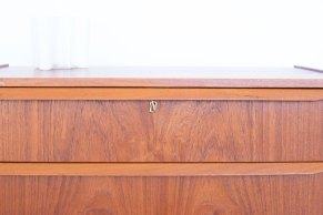Danish Teak Chest of Drawers. Available at heyday möbel, Grubenstrasse 19, 8045 Zürich, Switzerland.