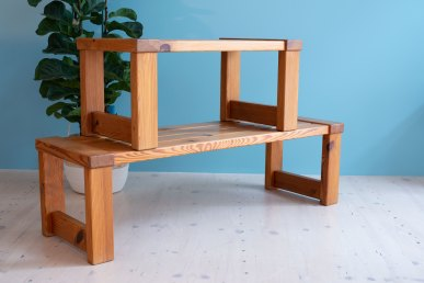 Glasmäster Markaryd Pine Bench. Made in Sweden 1950s. Solid Wood Bench in Pine. Available at heyday möbel, Grubenstrasse 19, 8045 Zürich.