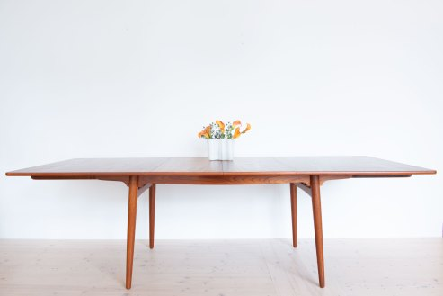 Hans J. Wegner AT310 Teak Dining Table. Available at heyday möbel, Grubenstrasse 19, 8045 Zürich