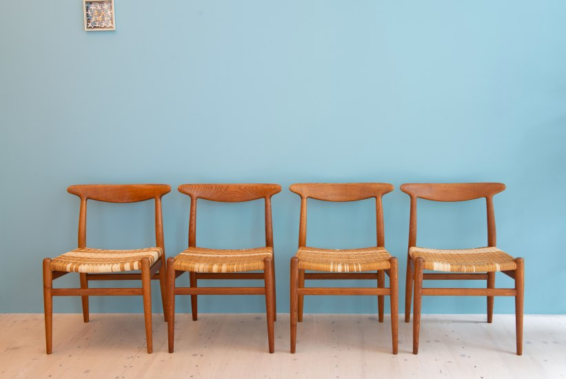 Hans_J_Wegner_W2_Dining_Chairs_Oakd_and_Cane_heyday_möbel_Zurich_Switzerland_0428