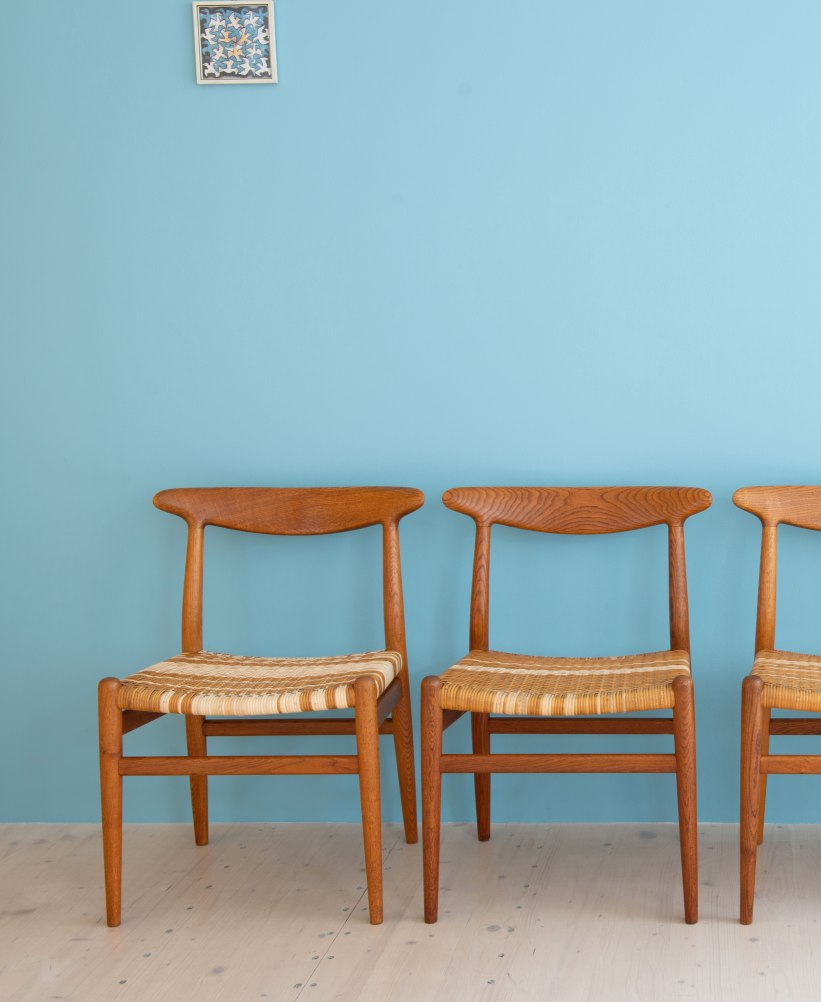 Hans_J_Wegner_W2_Dining_Chairs_Oakd_and_Cane_heyday_möbel_Zurich_Switzerland_0435