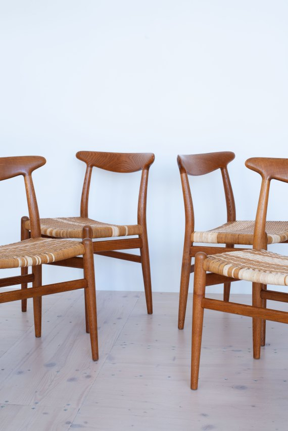 Hans_J_Wegner_W2_Dining_Chairs_Oakd_and_Cane_heyday_möbel_Zurich_Switzerland_0498
