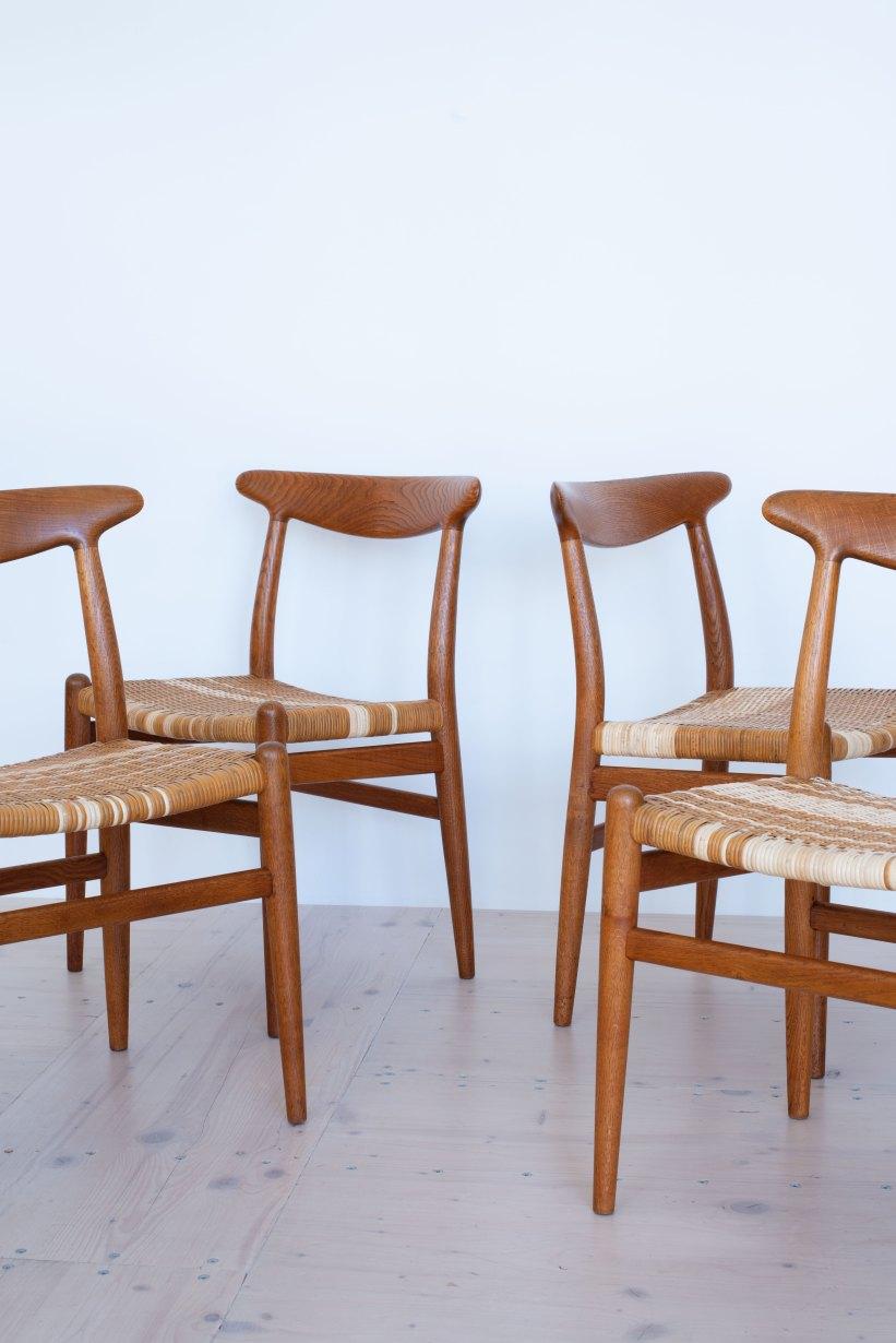 Hans_J_Wegner_W2_Dining_Chairs_Oakd_and_Cane_heyday_möbel_Zurich_Switzerland_0498