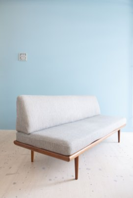 Peter Hvidt Minerva Daybed. Available at heyday möbel.