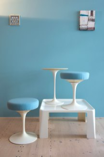 Eero_Saarinen_Tulip_Table_and_Swivel_Stool_Set_heyday_möbel_Zürich_1519
