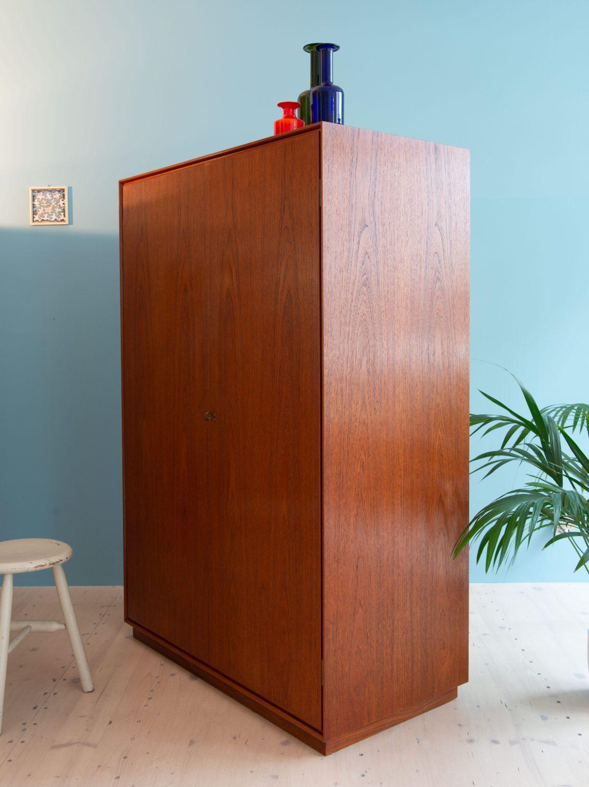 Large Teak Wardrobe available at heyday möbel, Grubenstrasse 19, 8045 Zürich