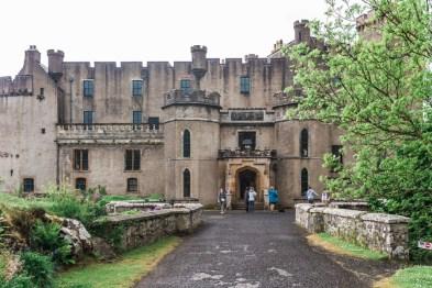 Dunvegan Castle | Skye | Scotland | Highlands | @dipyourtoesin