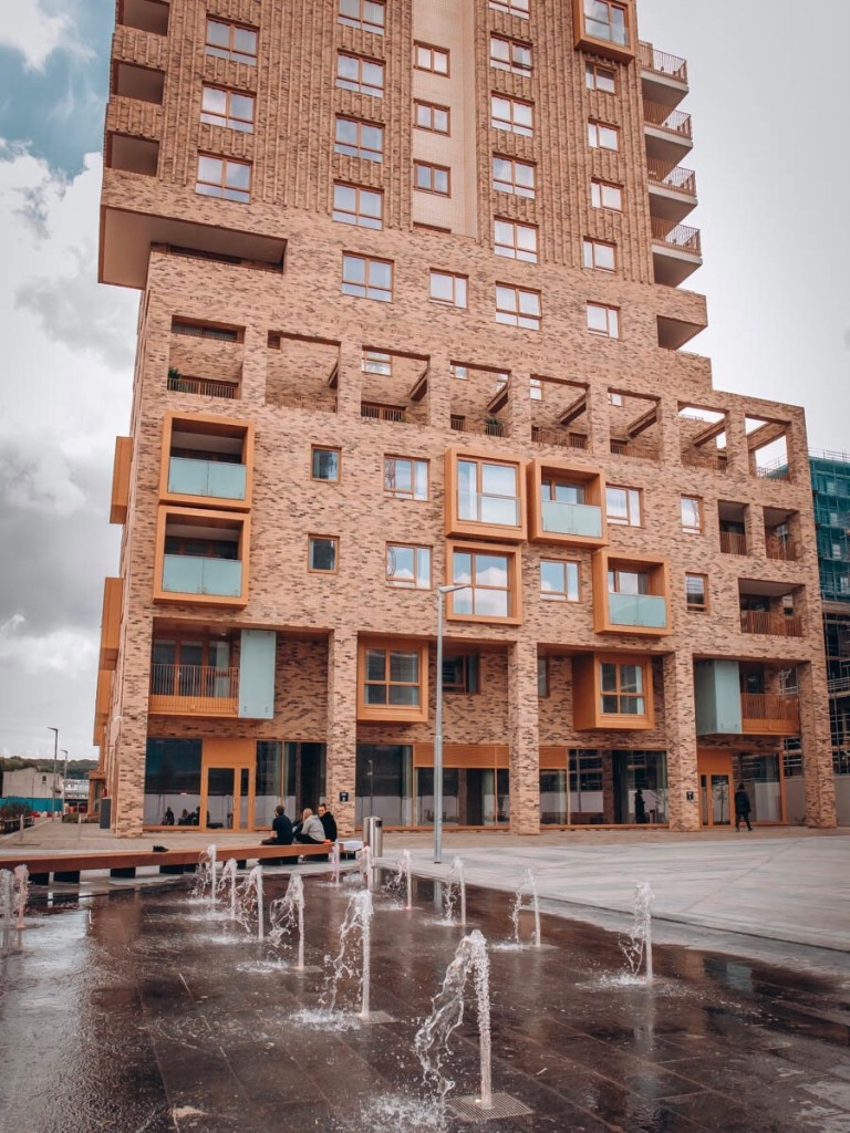Image of Swift Court with water fountains activated, Southmere, Thamesmead