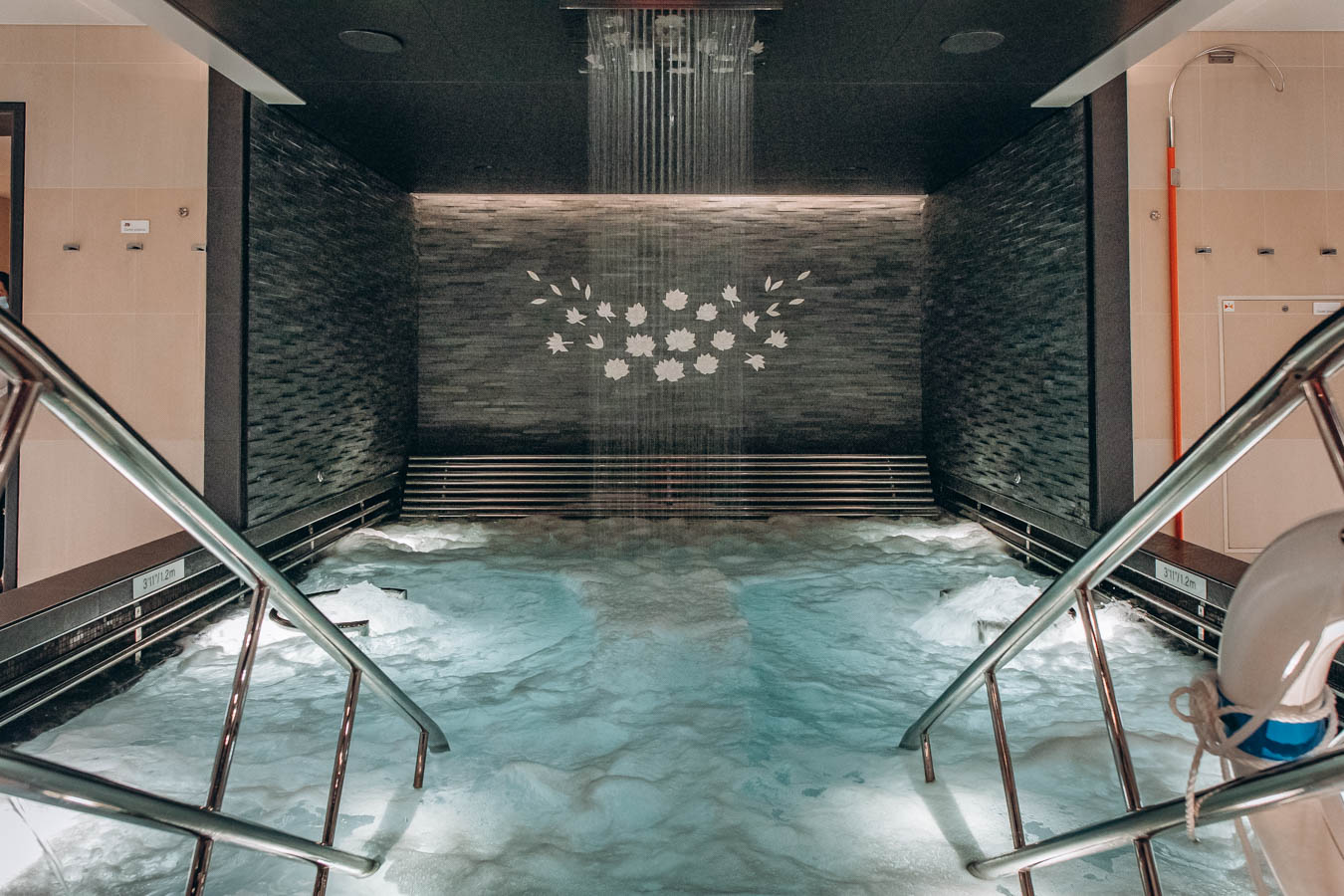 The Enclave hydrotherapy pool in The Lotus Spa on Sky Princess