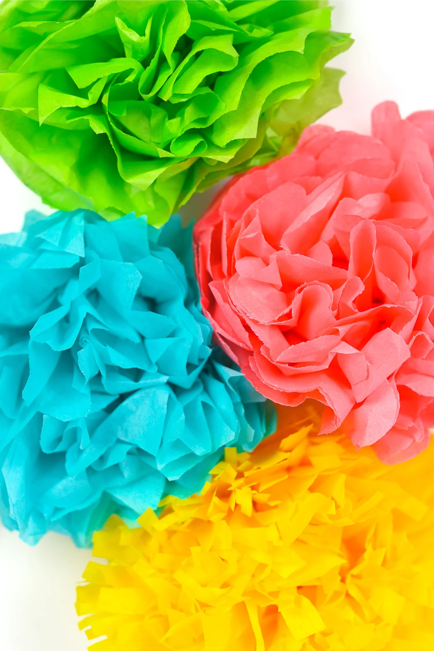 How to make quick flowers out of paper towels