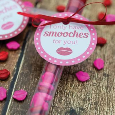 Smooches Valentine with Free Printable!