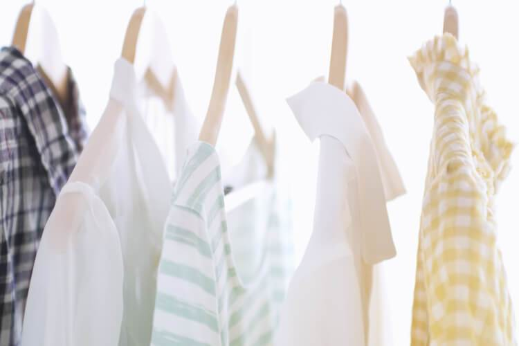 How to organize your maternity wardrobe -- practical organizing tips for before and after baby!