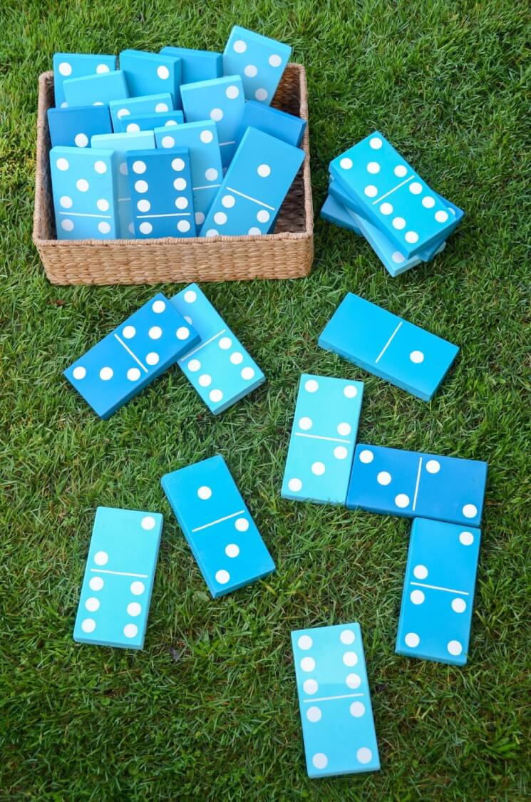 outdoor party games - dominoes