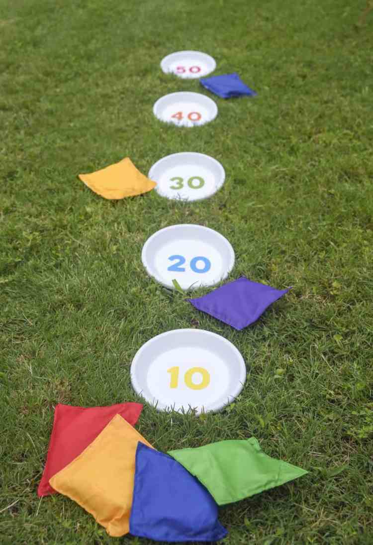 outdoor bbq games - bean bag toss
