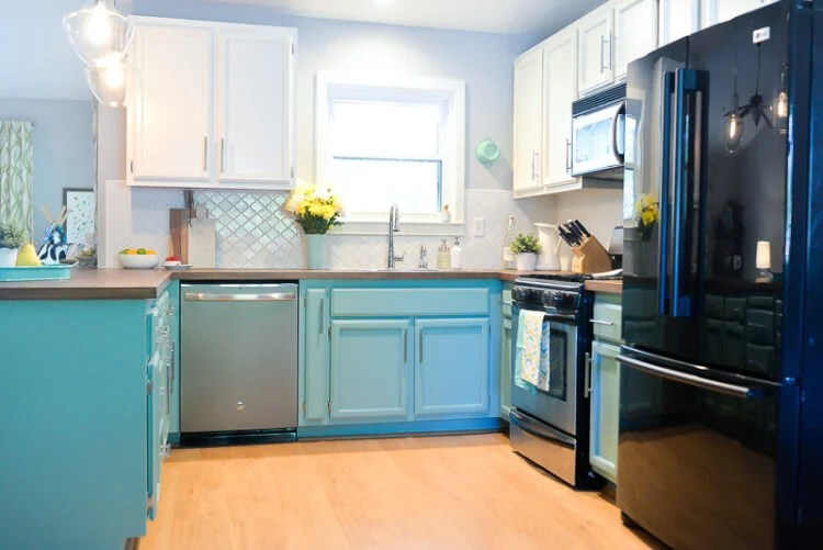Etonnant We Totally Transformed Our Dated 1980u0027s Kitchen With Bright Painted Cabinets,  New Lighting, And