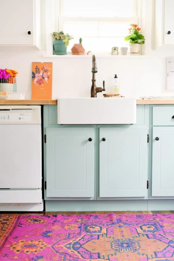 Painting your cabinets a fun shade of teal might feel like a big risk -- but with big risk comes big reward! Take a look at these gorgeous teal kitchens.