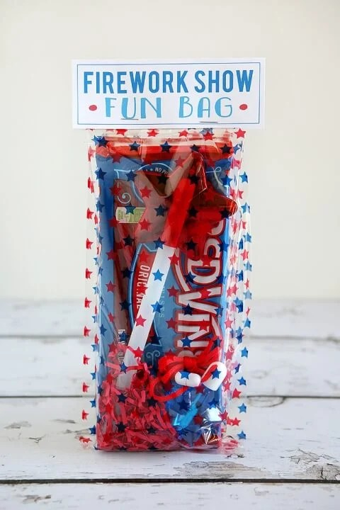eighteen25 - Fireworks Fun Bag - Celebrate the 4th of July with these free patriotic printables! Get more than 20 red, white, and blue printables from your favorite bloggers!