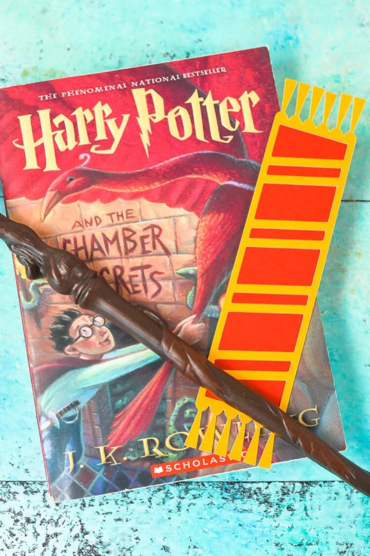 Declare your Hogwarts House with these fun cut paper Hogwarts House bookmarks designed to look like Harry Potter and his friends' (and enemies'!) scarves! Free SVG download for the Cricut or Silhouette.
