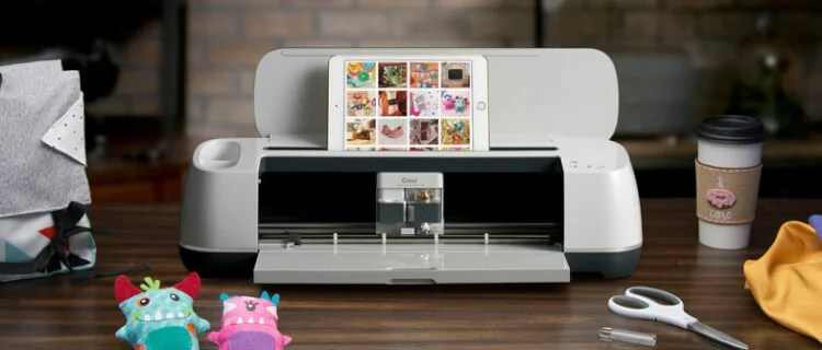 What is the new Cricut Maker machine and what does it do differently than the Cricut Explore? Learn all of the features of the new cutting machine so you can make an informed decision about buying one!